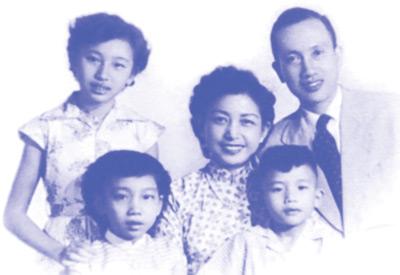 Mai Hương cùng Bạch Tuyết và em trai (đã mất) bên song thân là Kiều Hạnh và Phạm Ðình Sĩ. (Hình: Tác giả cung cấp)