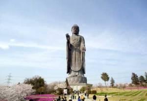 Tượng Ðại Phật tại làng Ushiku, Nhật. (Hình: ATNT Tours & Travel)
