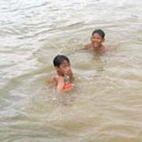 Hinh minh họa Nguồn:  http://us.24h.com.vn/tin-tuc-trong-ngay/tam-suoi-3-chi-em-chet-duoi-thuong-tam-c46a372417.html
