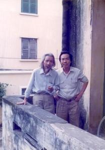 Văn Cao - Đinh Cường  trước nhà Văn Cao 108 Yết Kiêu, Hànội - 1987