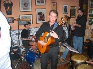 tiếng đàn guitare trong quán La Tasca ( ảnh internet )