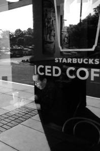 Khi ngồi ghi ở Starbucks ảnh Chinh Dinh, May 30, 2014