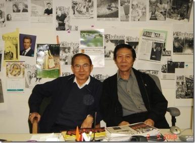Ngô Thế Vinh - Nguyễn Xuân Hoàng tại tòa soạn Việt Tribune 2008 ( photo by Trương Gia Vy ) - Nguồn: damau.org