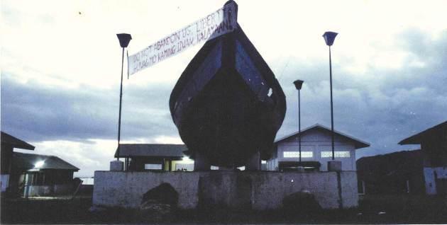 Con thuyền vượt biển trong trại PFAC thời thanh lọc đen tối.