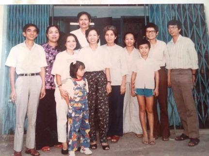 Họa sĩ Đình và một số nhân vật quen thuộc trong gia đình Tuổi Hoa (Nguồn : Hoàng Đăng Anh Kiệt)